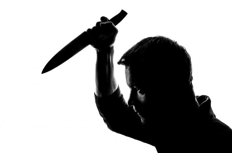 Hrvat z nožem nad 13-letnega sina