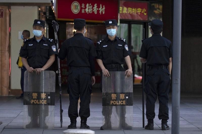 Več deset ranjenih v napadu z nožem v šoli na Kitajskem