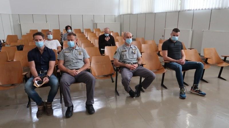 Nekdanji policist Dovgan in sostorilec Kos priznala krivdo za izvršene rope