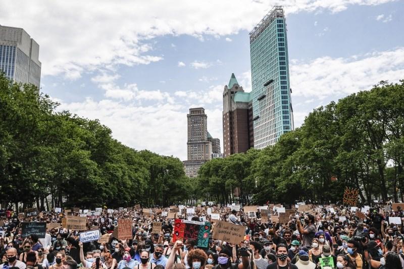 ZDA: Ulica se umirja, politične delitve pa še bolj poglabljajo