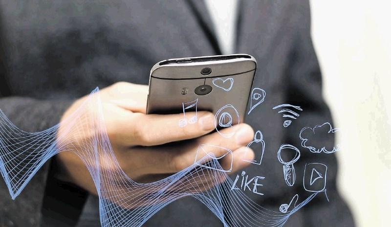 Kar ste želeli vedeti o 5G, pa so vam teoretiki zarote zamolčali