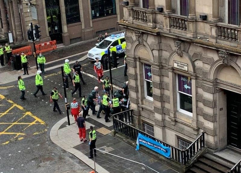 V središču Glasgowa trije zabodeni do smrti