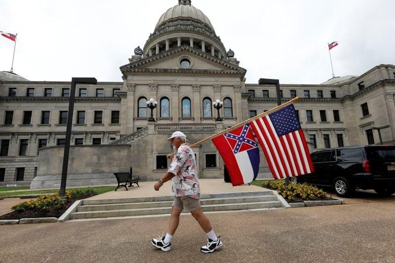 Mississippi kot zadnja zvezna država z zastave umika simbol konfederacije