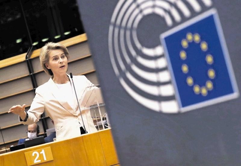 V Janševi prtljagi za Bruselj obrambni izdatki in zaseženi računalnik