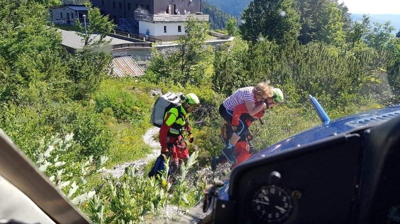 V gorah že dopoldne serija štirih helikopterskih reševanj