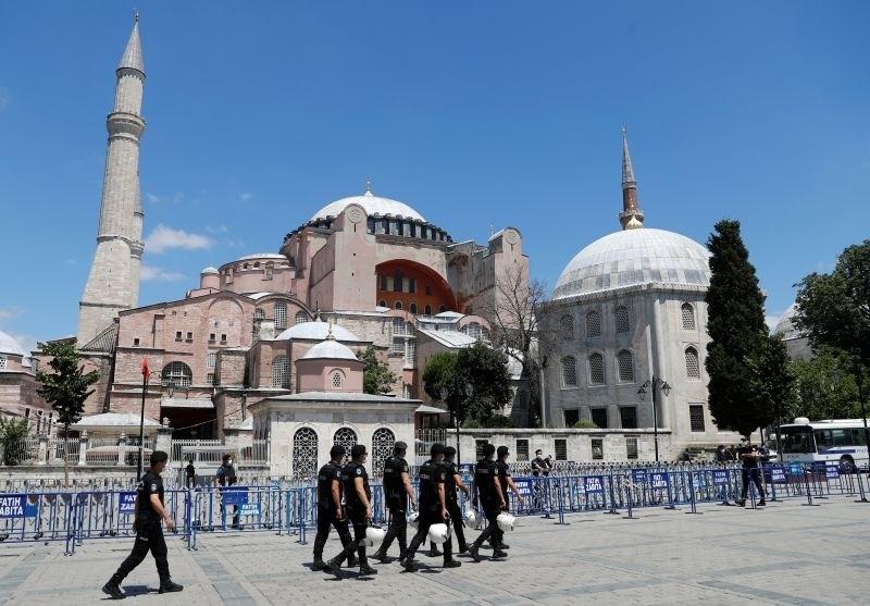 Po svetu izrazi obžalovanja ob spremembi statusa Hagije Sofije v mošejo