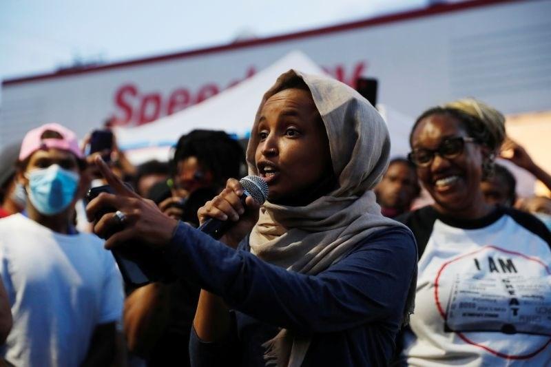 Prva muslimanska kongresnica v ZDA dobila bitko za ponovno kandidaturo