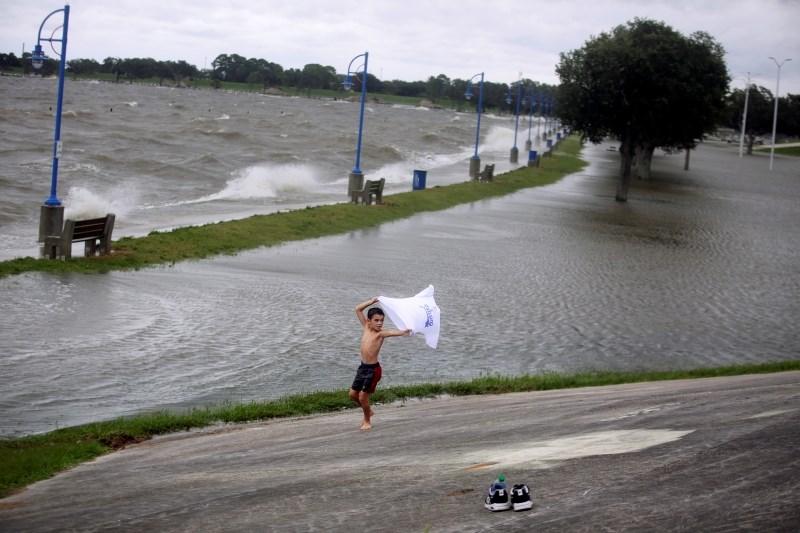 Orkan Sally v zvezni državi Alabama dosegel kopno