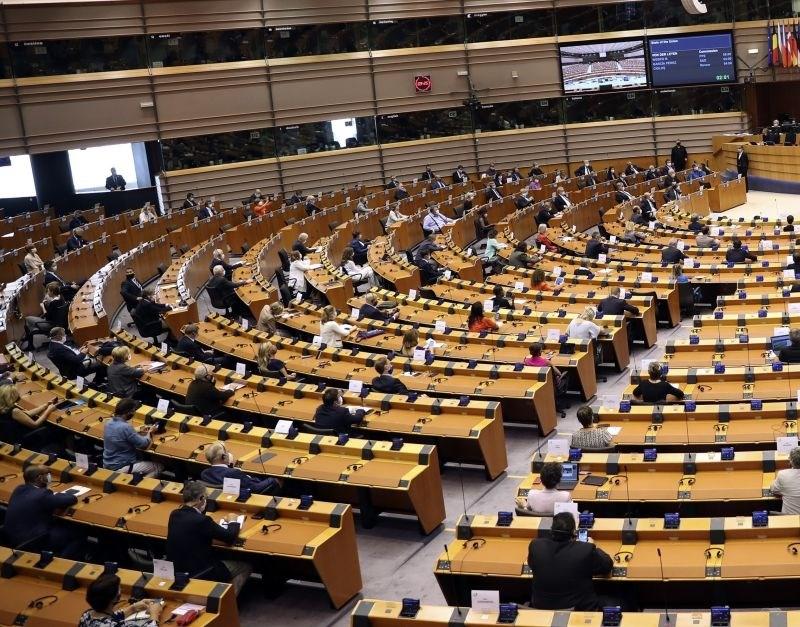 Evropski poslanci pozivajo k večjem nadzoru izvoza orožja