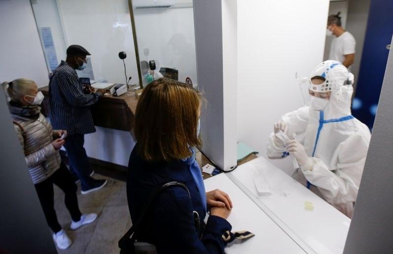 Nova Zelandija sprostila ukrepe v večini države, v avstralski Viktoriji upad okužb