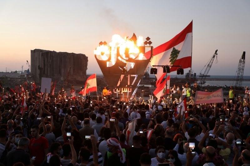 V Libanonu leto dni po začetku protestov na ulicah znova na tisoče ljudi