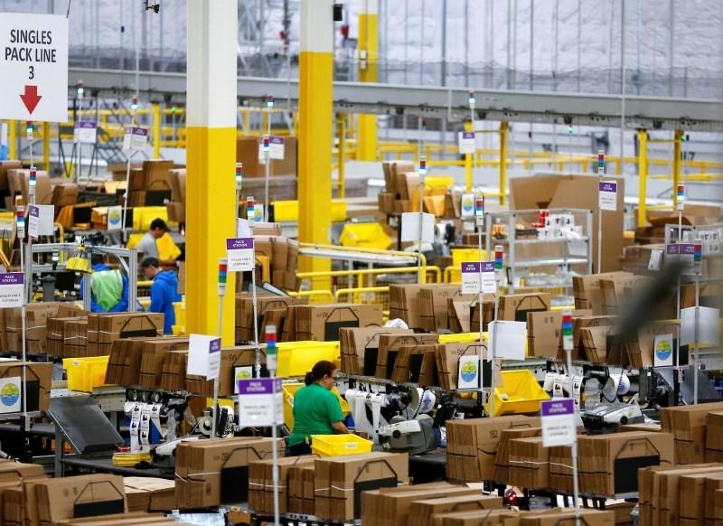 Amazon z rekordnimi dobički, tudi Twitterju in Facebooku ne gre slabo