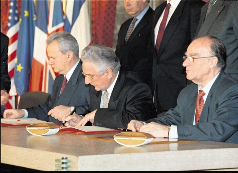 Obletnica daytonskega mirovnega sporazuma: ustavil je vojno in ustvaril slabo delujočo državo