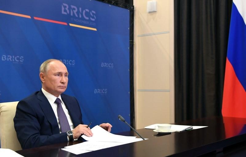 Rusija podaljšala embargo na uvoz hrane iz EU in prepovedala vstop 25 Britancem