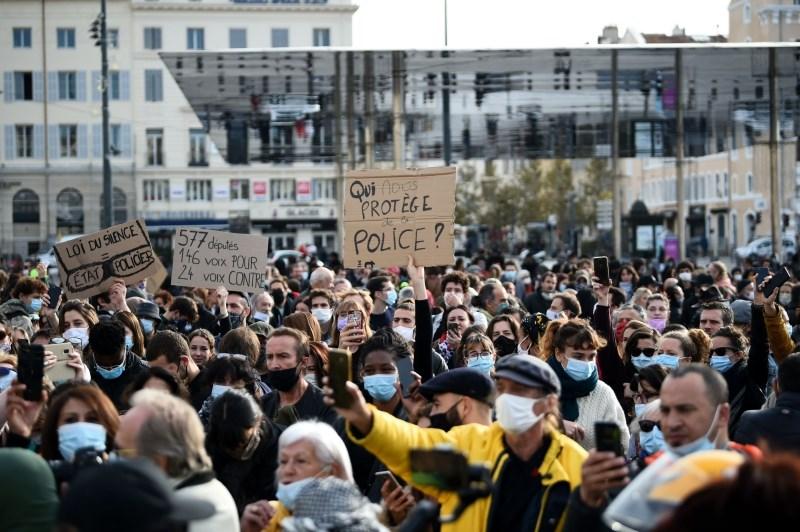 V Franciji protesti proti načrtovanemu novemu zakonu o varnosti