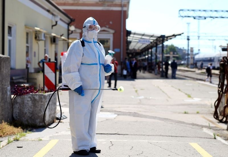 Na Hrvaškem zaostreni ukrepi, v Avstriji umrlo 60 bolnikov