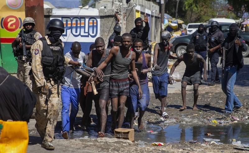 Med nasilnim pobegom iz zapora na Haitiju ubitih 25 ljudi, tudi direktor zapora