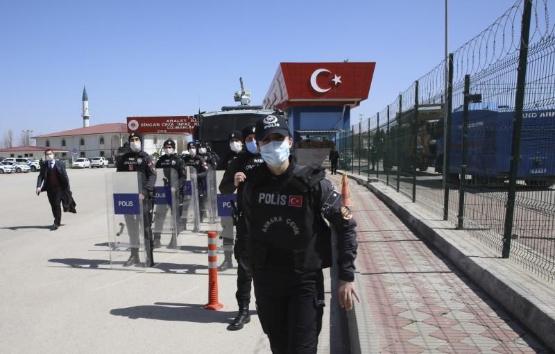 V Turčiji zaradi poskusa državnega udara na dosmrtni zapor obsodili 22 bivših vojakov