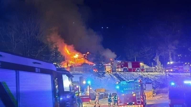Dom na Osankarici pogorel, 120 gasilcev rešilo muzejski del in gozd