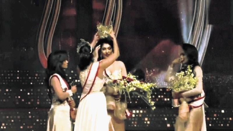 Šrilanška misica strgala krono z glave naslednici