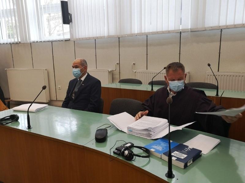 Janša vendarle prišel na celjsko sodišče