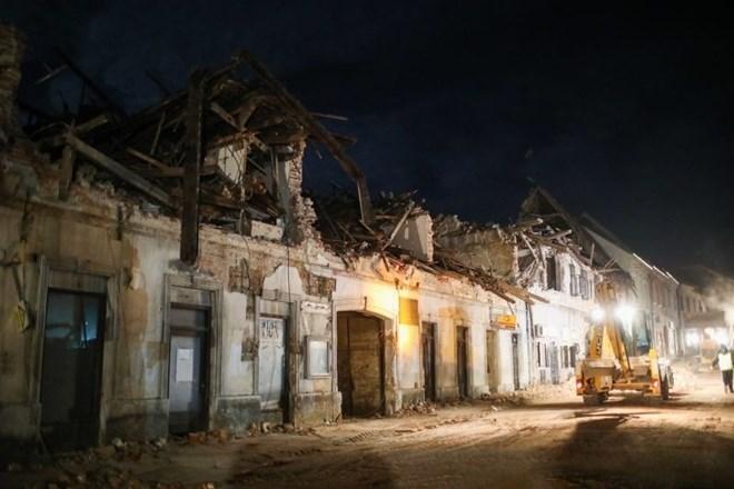 V Zagrebu 15 mesecev po potresu z rušenjem prve hiše začeli obnovo mesta