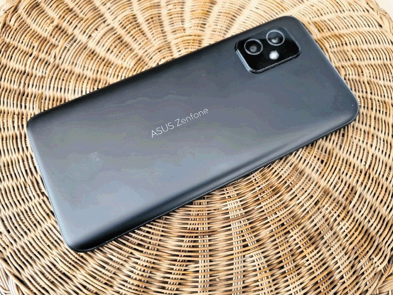 Zenfone 8: Kompaktni android s premijskimi lastnostmi