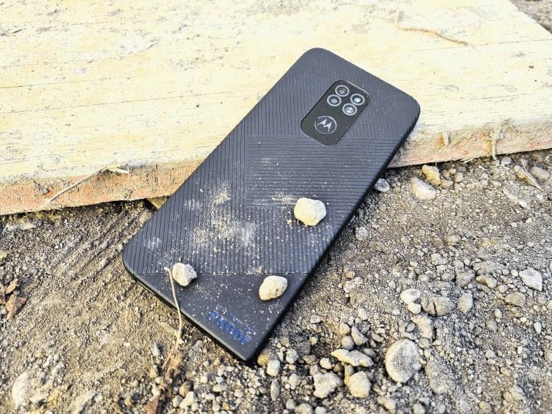Motorola defy (2021): Za gradbišče ali zmerno bloško zimo