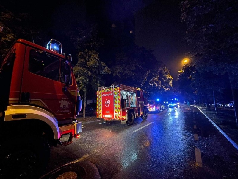 #foto V nočnem požaru na Bratovševi ploščadi za 300 tisoč evrov škode