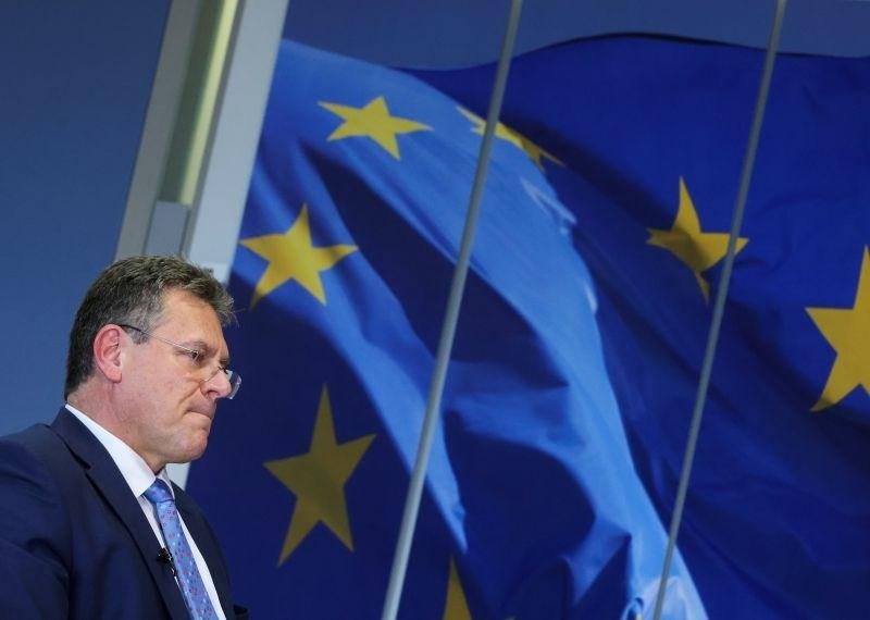EU popušča pri pobrexitskem nadzoru, London hoče še več