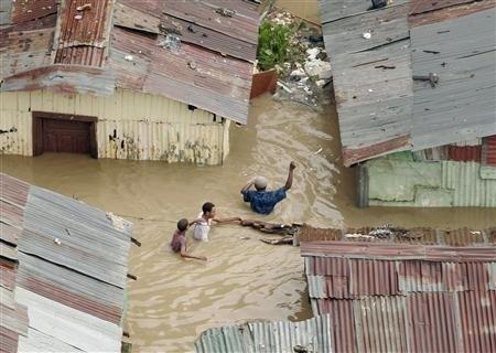 Tropska nevihta na Filipinih zahtevala najmanj 30 življenj
