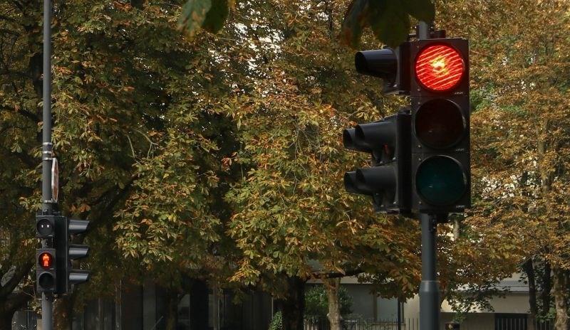 Policija zaradi okvare semaforja na enem najbolj obremenjenih križišč v Mariboru poziva k previdnosti